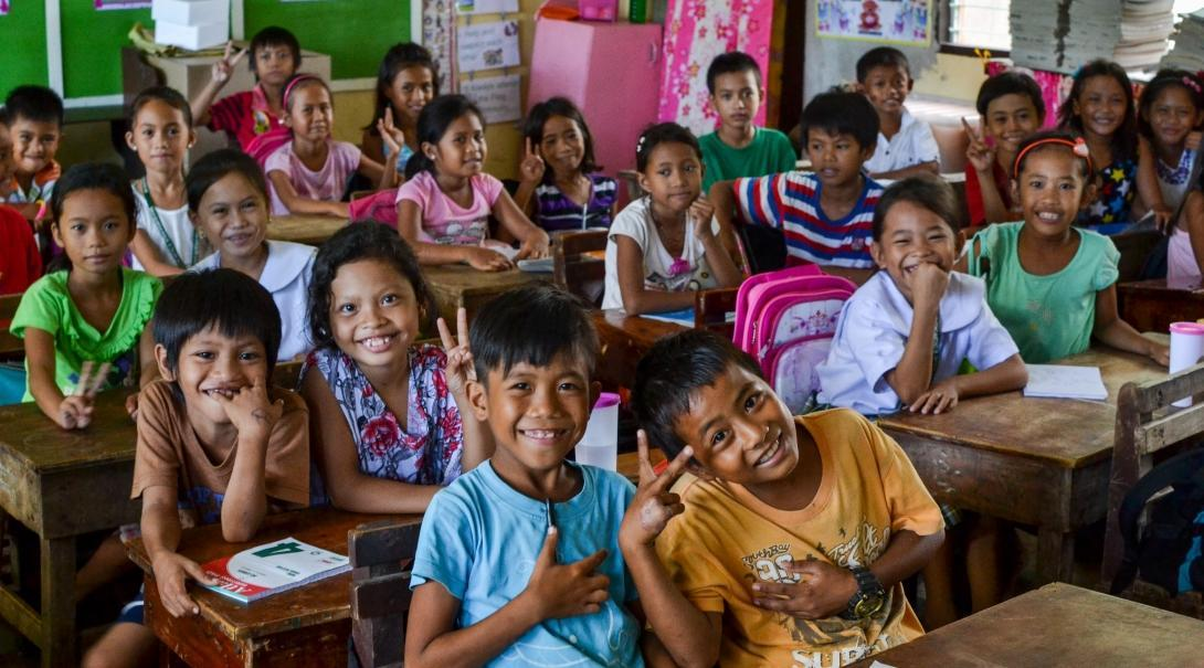 A class of students pose for a group photo at one of our volunteer teaching palcements in the Philippines